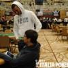 Un giocatore si siede al posto di Sammartino e gli dimezza lo stack!