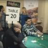 Più di 300 giocatori immobili per il primo incredibile 'Mannequin Challenge' ai tavoli da poker!