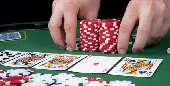 Tanto poker sotto l'ombrellone: dall'EPT del centenario al Venice Poker Open di ferragosto, tutto il poker del mese!