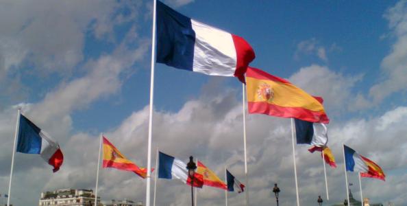 Conti illegali e skin in chiusura: tempi bui per il poker online in Francia e Spagna