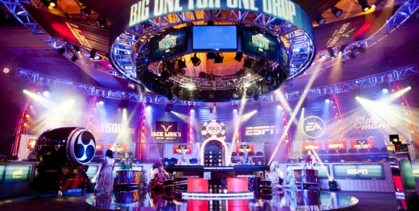Il Big One si avvicina: Hellmuth vende quote maggiorate su Twitter, Tom Dwan lascia Macao e arriva a Vegas…