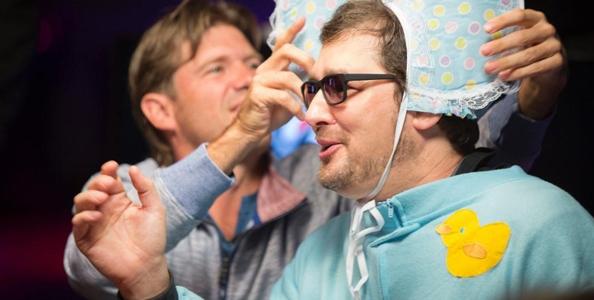 'The Poker Brat' diventa 'The Poker Baby': Hellmuth torna bambino per una notte!