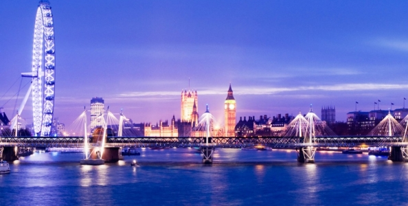 Top reg azzurri alla presa di Buckingham Palace?