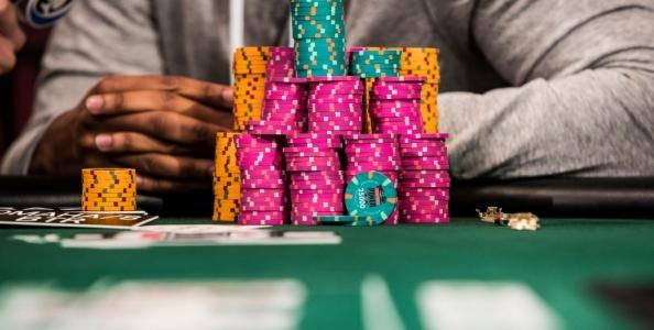 Perché è utile organizzare le chips al tavolo da poker