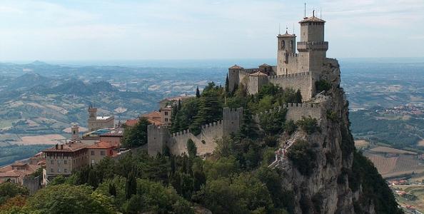 Ad agosto riparte davvero il poker live: si gioca a San Marino, Venezia e non solo