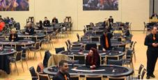 Galateo ai tavoli: 10 consigli per aiutare il dealer (e non solo) nei tornei live