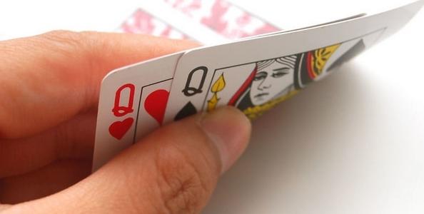 Punti di vista MTT – Q-Q dopo due limp, un raise e un call: sei poker pro spiegano come comportarsi
