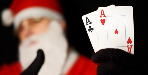 Cinque giochi di carte alternativi per il pokerino natalizio con amici e parenti