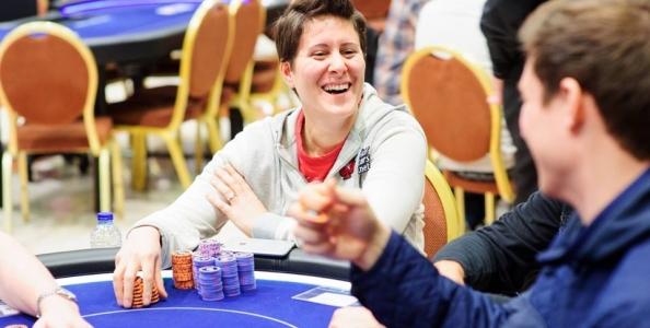"""L'high roller di Praga come un home game – Daniel Cates: """"Se ti do 100 € posso vedere le tue carte?"""""""