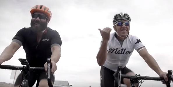 Dan Bilzerian si allena con Lance Armstrong per vincere la sua scommessa ciclistica, ecco il video