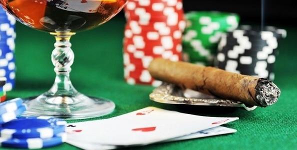 """Ricordatevi i consigli di Mike Caro: """"I fumatori danno più informazioni al tavolo da poker"""""""