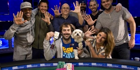 Jason Mercier, la 'manita' di braccialetti WSOP e il suo inseparabile cane portafortuna