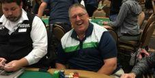 Bob Brundige, malato di cancro, realizza un sogno grazie all'amico Charlie: gioca e va ITM nel Main WSOP