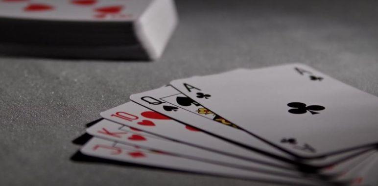 Il pericolo di sottostimare gli avversari al tavolo da poker