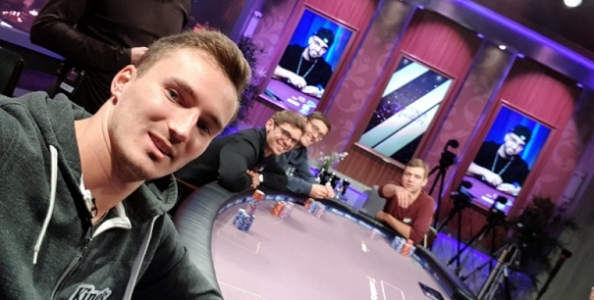 Poker Masters – Davies folda KK per sbaglio! Sontheimer trionfa e indossa la Purple Jacket