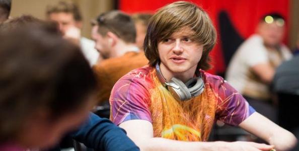 """Charlie Carrel analizza una mano del WSOP Europe High Roller for One Drop: """"Più un tell è frequente, più la sua assenza è significativa!"""""""