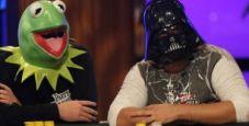 Si può nascondere il viso ai tavoli di poker live per non dare tell?