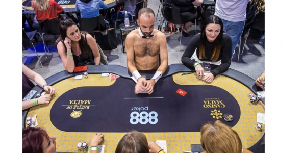 Al Ladies Event del Battle Of Malta i dealers danno le carte a torso nudo