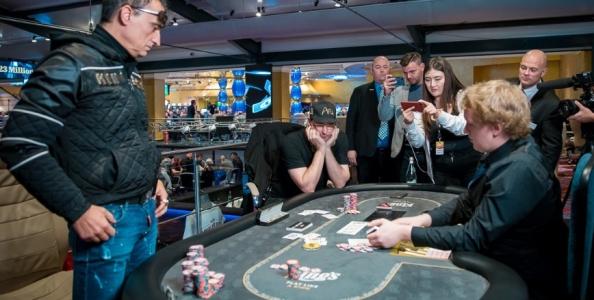 Il resoconto del testa a testa in cui Hellmuth ha mancato il 16° braccialetto WSOP