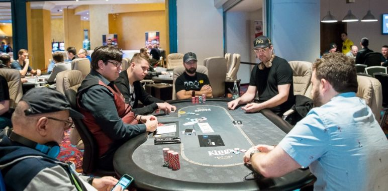WSOPE – Burns batte Trickett nell'High Roller! Hellmuth e Negreanu finalisti nel Mixed