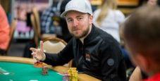 Vincere un torneo chiamando tre strade con A-high: una mano di Patrick Leonard