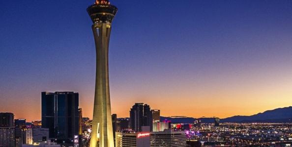 Com'è bella Las Vegas dall'alto: The Strat Hotel Casino and Skypod