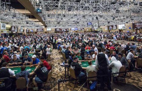 Giocare i tornei di poker con migliaia di iscritti: tre consigli di Chris Moorman