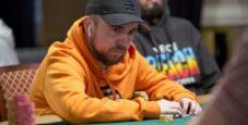 L'analisi di Patrick Leonard: coppia di nove in un piatto a tre su board 8-high nella fase iniziale di un torneo
