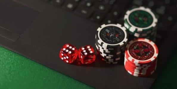 MTT Online: quando passare un'over pair è la strategia migliore secondo Jonathan Little