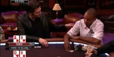 Quando Phil Hellmuth si mise a toccare Phil Ivey al tavolo verde… (VIDEO)