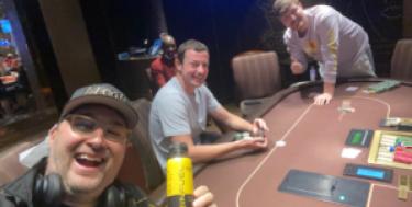 Quando un amatore fa sudare il poker pro: la doppia sessione tra Phil Hellmuth e MrBeast